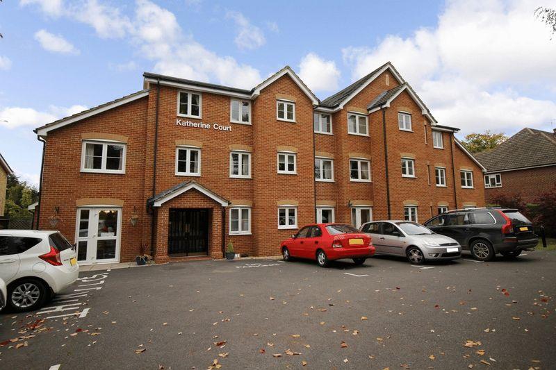 2 Bedrooms Property for sale in Katherine Court, Camberley, GU15 2HE
