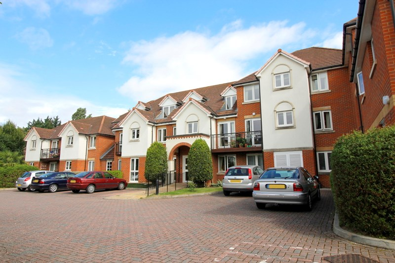 1 Bedroom Property for sale in Mead Court, Addlestone, KT15 2PR