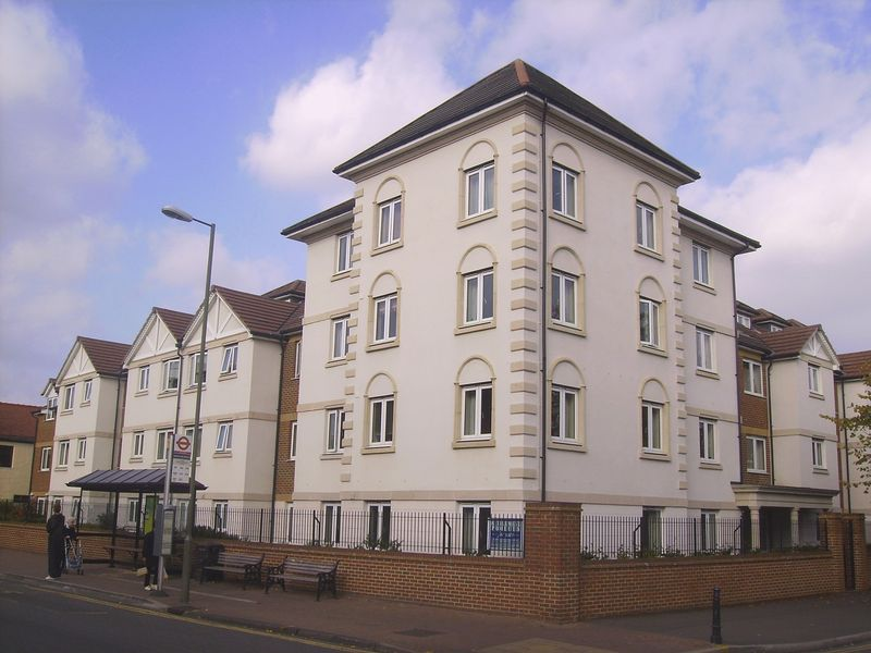 1 Bedroom Property for sale in Perrin Court, Ashford, TW15 2GA