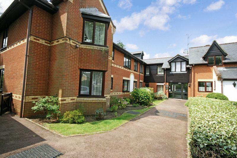 2 Bedrooms Property for sale in Regency Heights, Reading, RG4 7RH