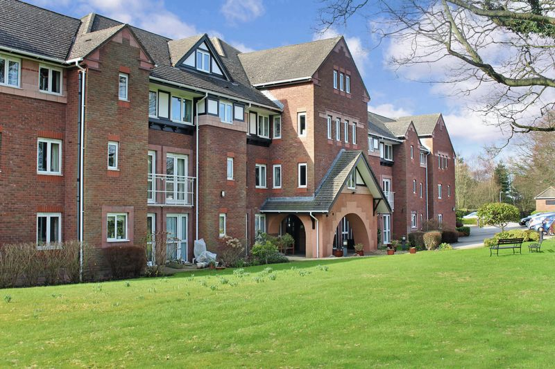 2 Bedrooms Property for sale in Queen Anne Court, Wilmslow, SK9 1BY