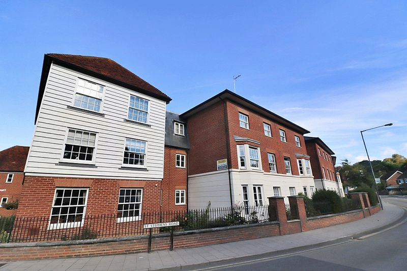2 Bedrooms Property for sale in Barton Mill Court, Canterbury, CT2 7JZ