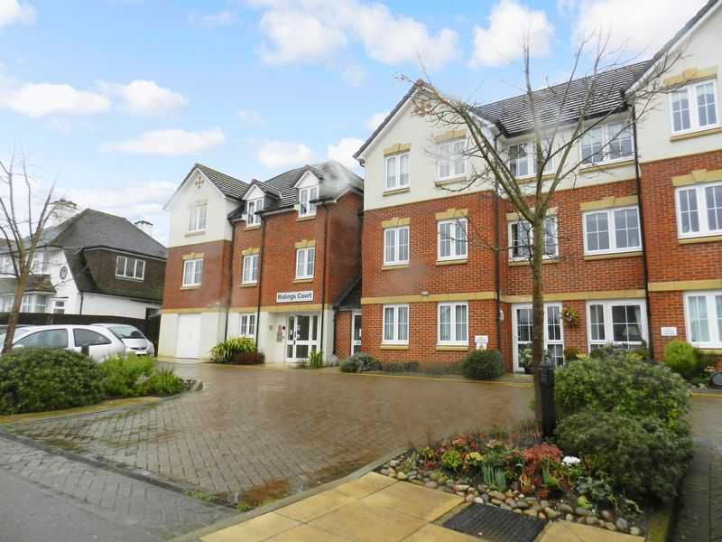 2 Bedrooms Property for sale in Ridings Court, Reigate, RH2 8BP