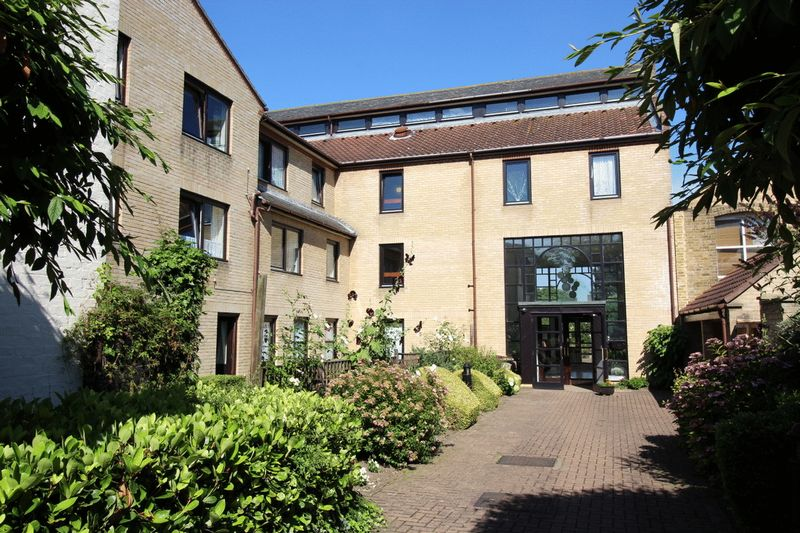2 Bedrooms Property for sale in Albion Court (Chelmsford), Chelmsford, CM2 0UT