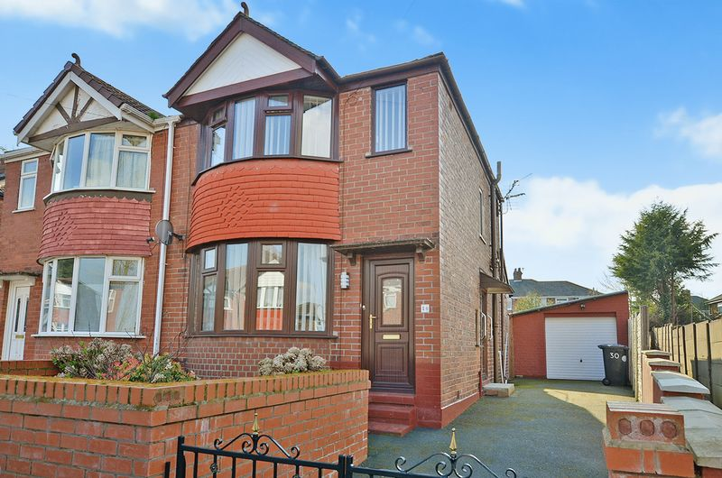 2 Bedrooms Semi Detached House for sale in Downs Road, Runcorn