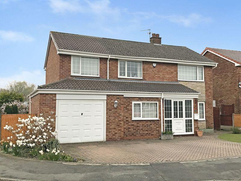 4 Bedrooms Detached House for sale in Bunbury Drive, Higher Runcorn