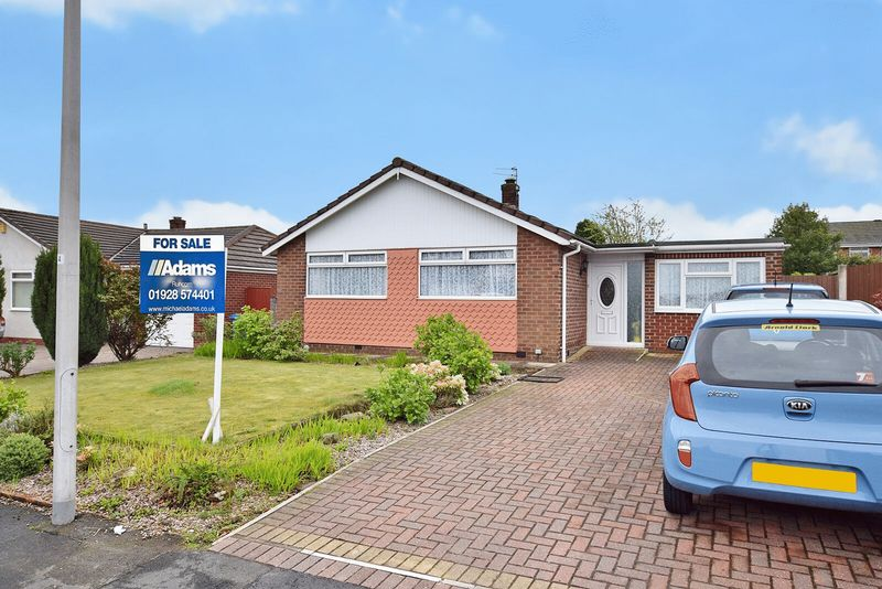 3 Bedrooms Detached Bungalow for sale in Melton Road, Higher Runcorn