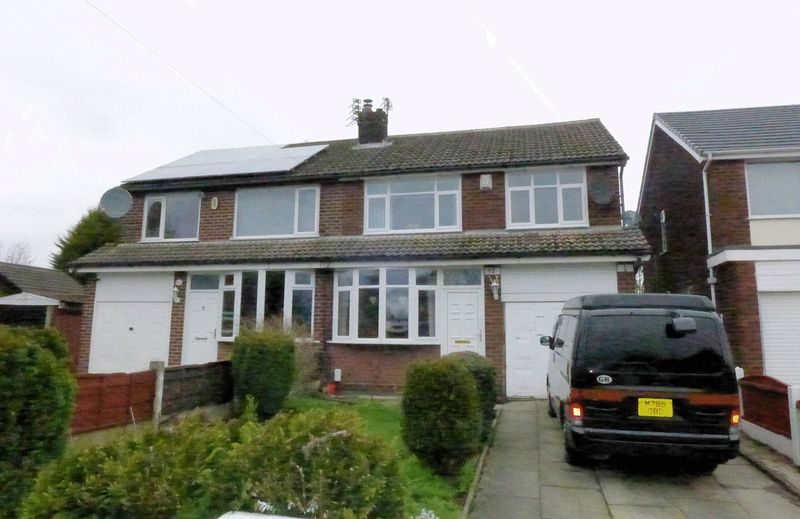 3 Bedrooms Semi Detached House for sale in Brookhouse Avenue, Farnworth