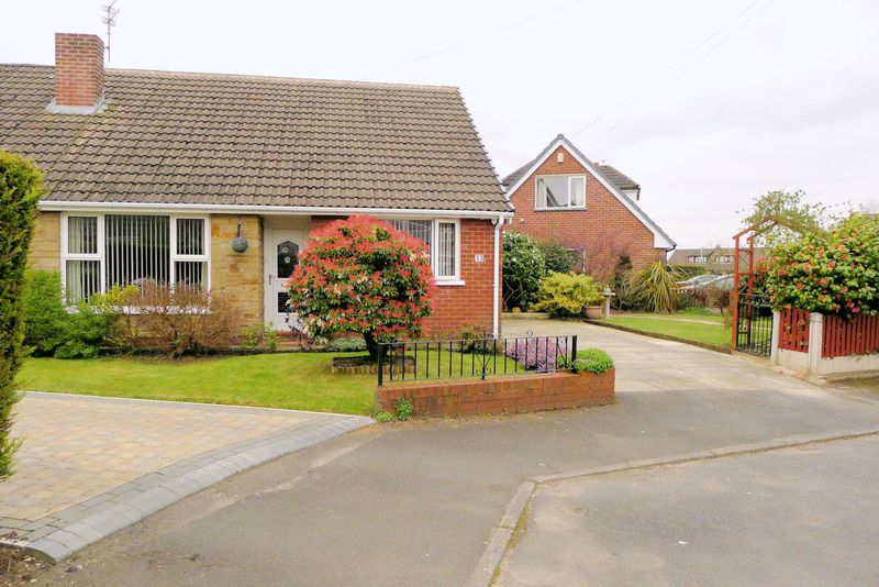 3 Bedrooms Semi Detached Bungalow for sale in Martin Avenue, Little Lever, Bolton