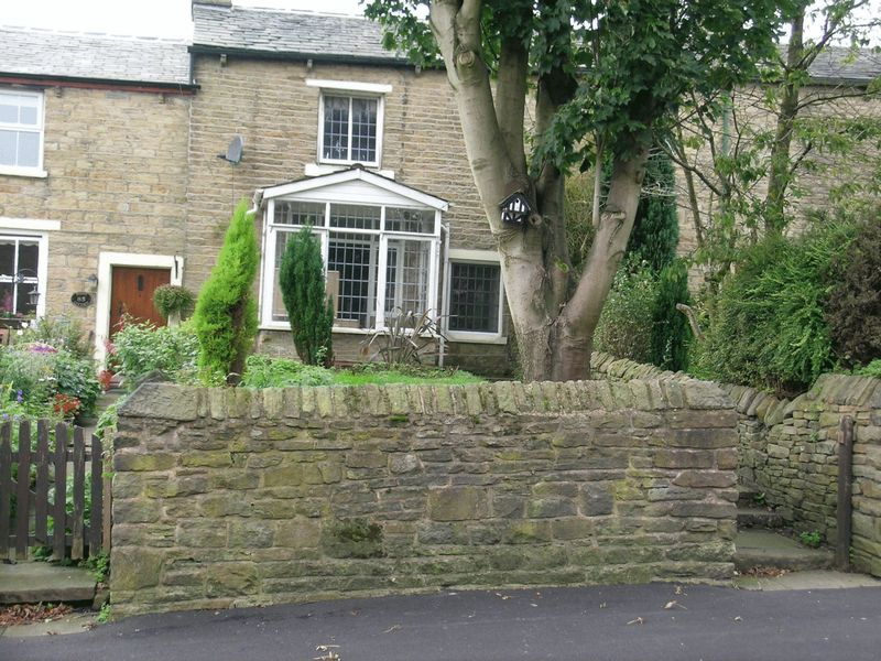 2 Bedrooms Cottage House for sale in High Street, Belmont, BL7. Pretty Stone 2 Bed Cottage, No Chain
