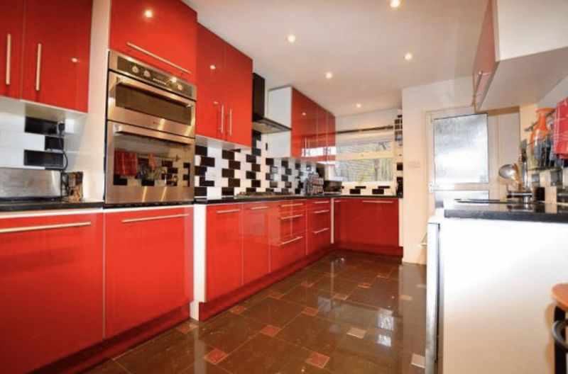 4 Bedrooms Detached House for sale in Four bedroom designer residence in Wardown Park