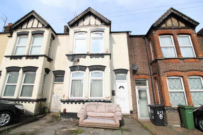 3 Bedrooms Terraced House for sale in Three bedroom in Bury Park