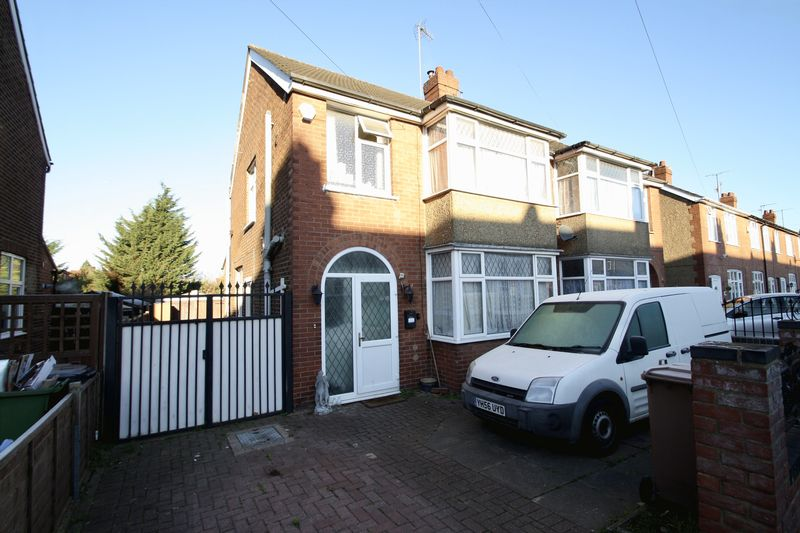 3 Bedrooms Semi Detached House for sale in Traditional 3-bed Semi in Leagrave
