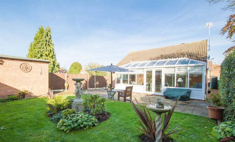 2 Bedrooms Detached Bungalow for sale in Immaculate Detached Bungalow in Leagrave