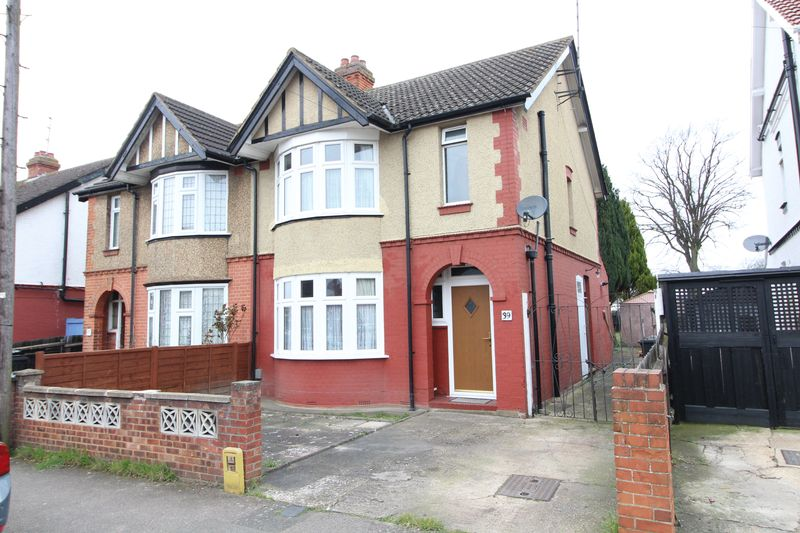 3 Bedrooms Semi Detached House for sale in Traditional Semi in Leagrave
