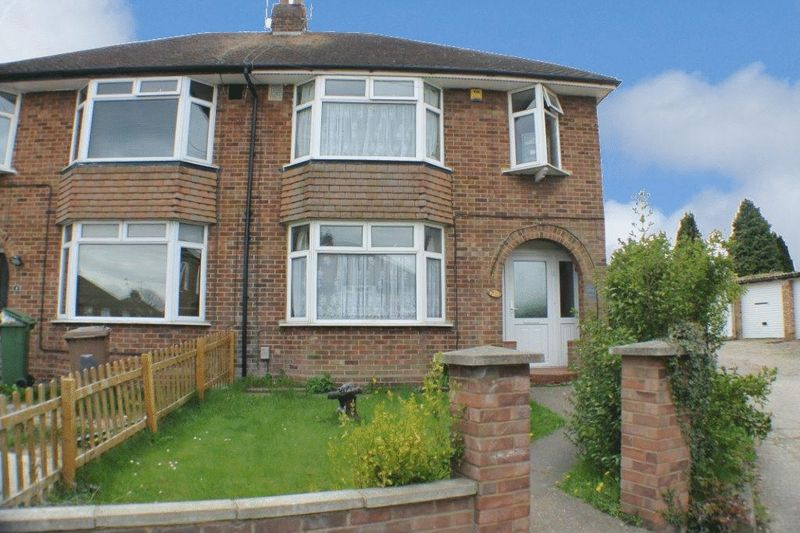 3 Bedrooms Semi Detached House for sale in Leagrave - 3 Bedroom Semi Detached Property