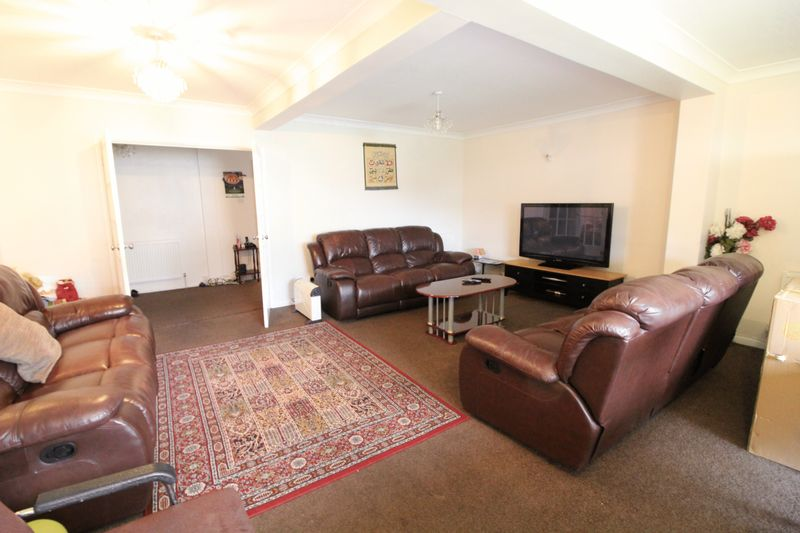 5 Bedrooms Semi Detached House for sale in Five bedroom home in Challney