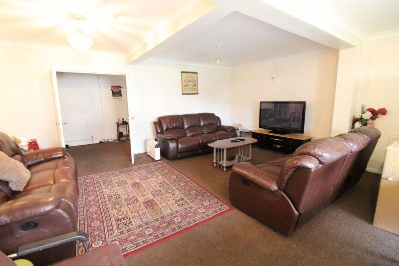 5 Bedrooms Semi Detached House for sale in Five bedroom home in Challney
