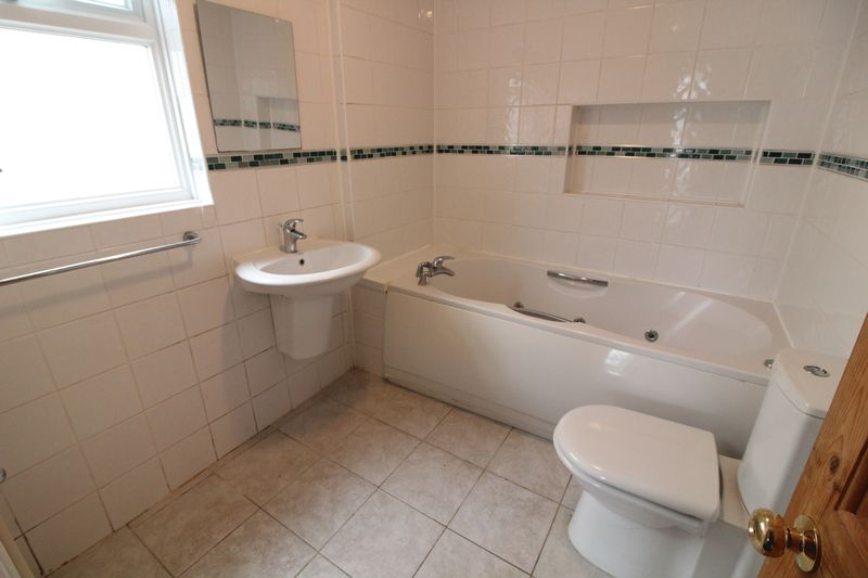 3 Bedrooms Semi Detached House for sale in Three Bed Semi with Garage