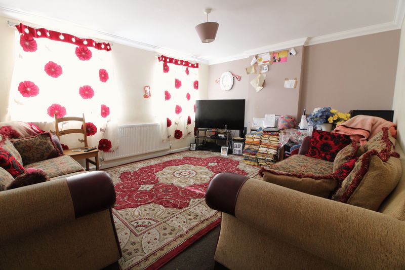 3 Bedrooms House for sale in Chain Free Three Bed with Garage