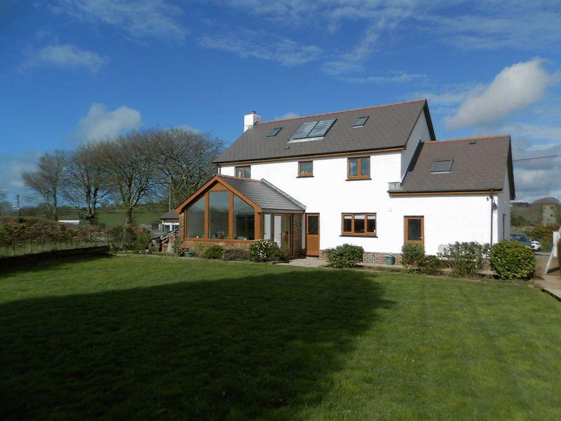 4 Bedrooms Detached House for sale in Coed Y Bryn, Llandysul