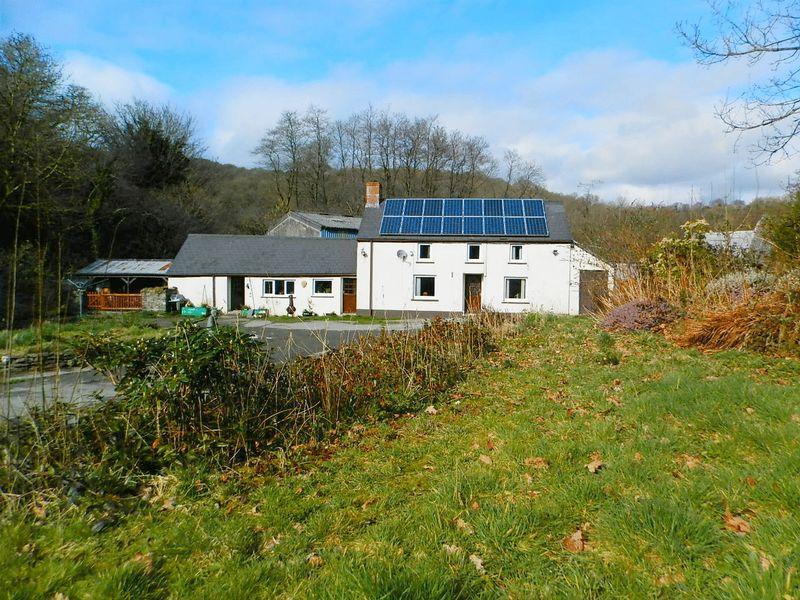 4 Bedrooms Detached House for sale in Penrhiwllan, Llandysul