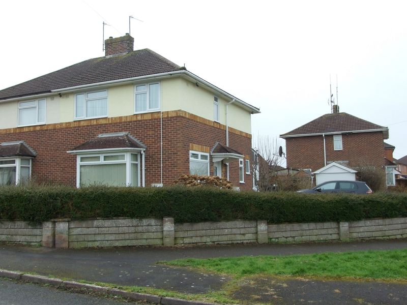 3 Bedrooms Semi Detached House for sale in Glebe Road, Trowbridge