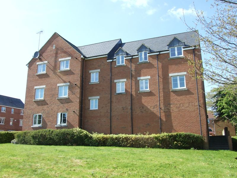 2 Bedrooms Flat for sale in Vinescroft, Staverton