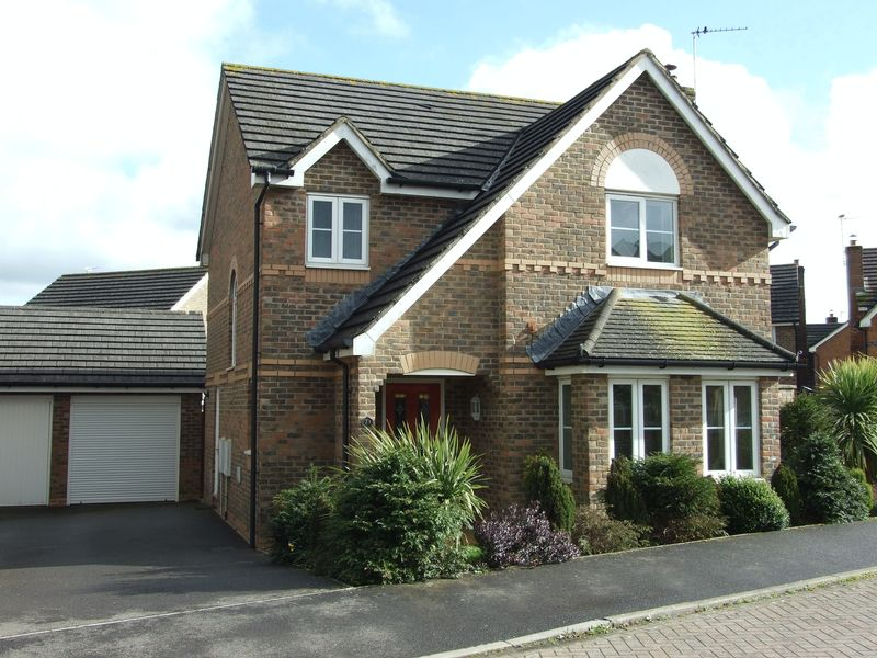 4 Bedrooms Detached House for sale in Ryeland Way, Trowbridge
