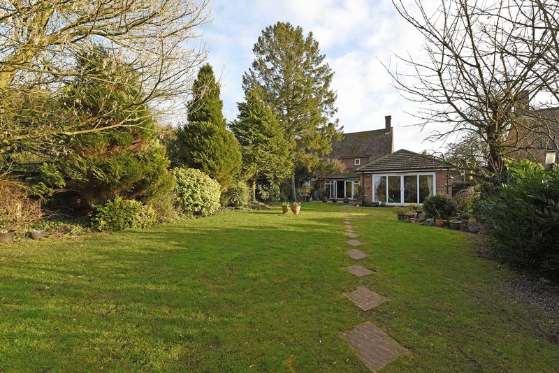 3 Bedrooms Semi Detached House for sale in Hill Meadow Overton