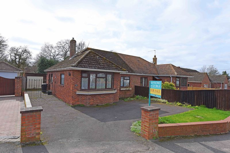 2 Bedrooms Semi Detached Bungalow for sale in Ash Grove, Kingsclere
