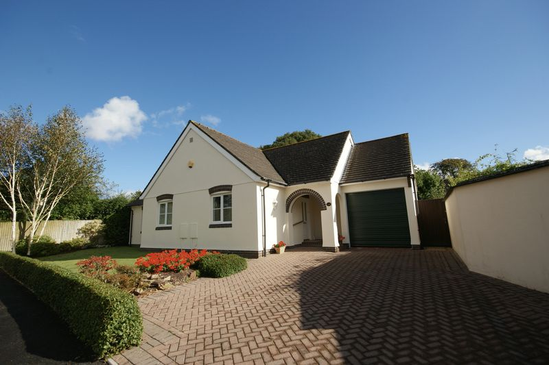 3 Bedrooms Detached Bungalow for sale in Beech Drive, Bodmin