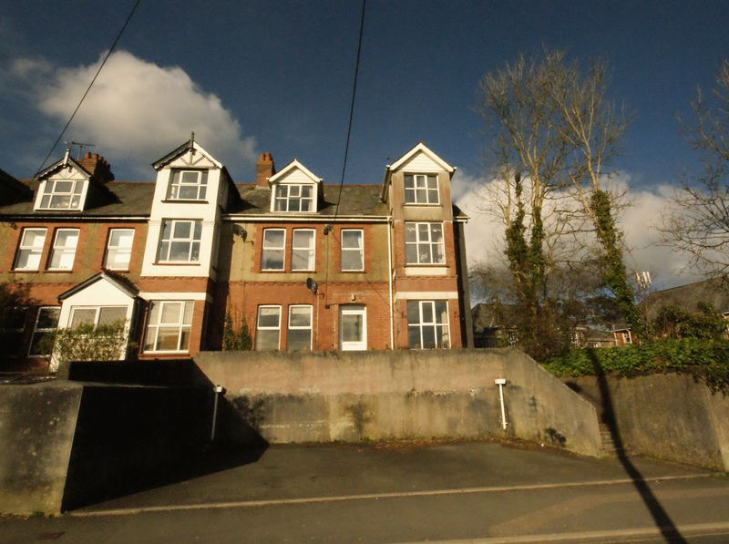 5 Bedrooms Terraced House for sale in Beacon Road, Bodmin