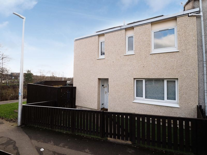 3 Bedrooms Terraced House for sale in Manitoba Avenue, Livingston, EH54 6LJ ***Furniture Opportunities Available***