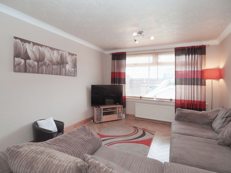 2 Bedrooms Terraced House for sale in Curran Crescent, Broxburn, EH52 5RZ