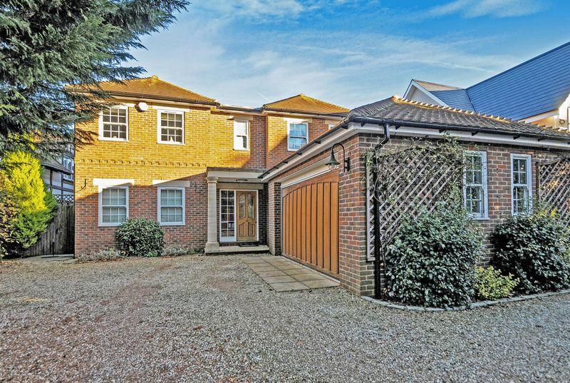 5 Bedrooms Detached House for sale in Blackpond Lane, Farnham Royal, Buckinghamshire SL2