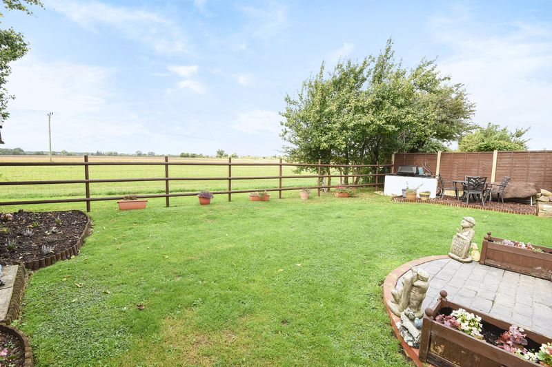 4 Bedrooms Detached House for sale in Albion Road, Pitstone, Bucks