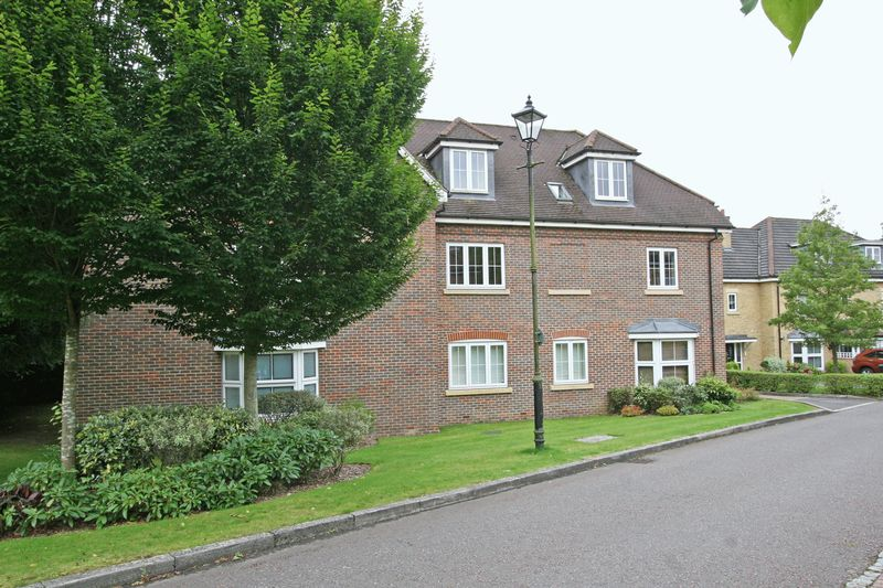 2 Bedrooms Flat for sale in Cranwells Lane, Farnham Common