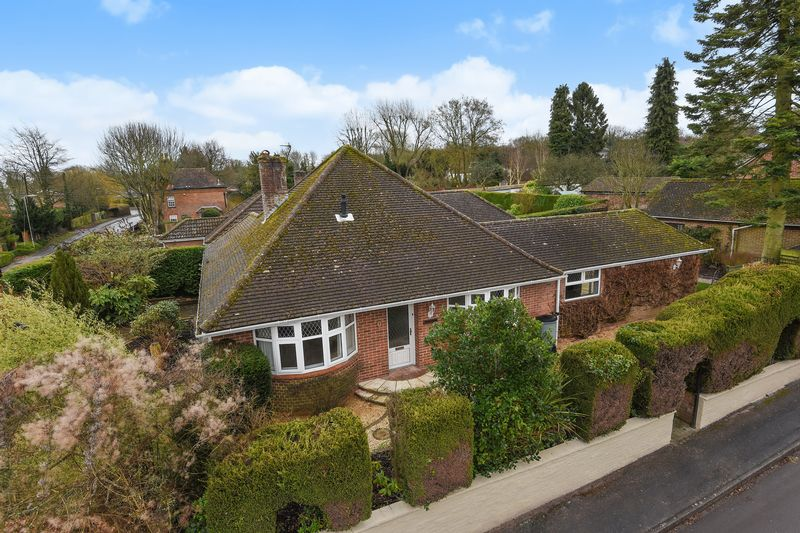 4 Bedrooms Detached House for sale in Barn Lane, Oakley,