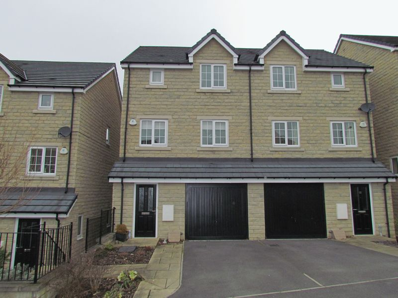 4 Bedrooms House for sale in Micklethwaite Lane, Bingley