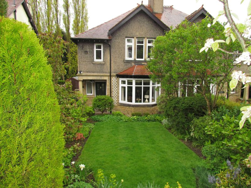 3 Bedrooms Semi Detached House for sale in Woodlands, Villa Road, Bingley