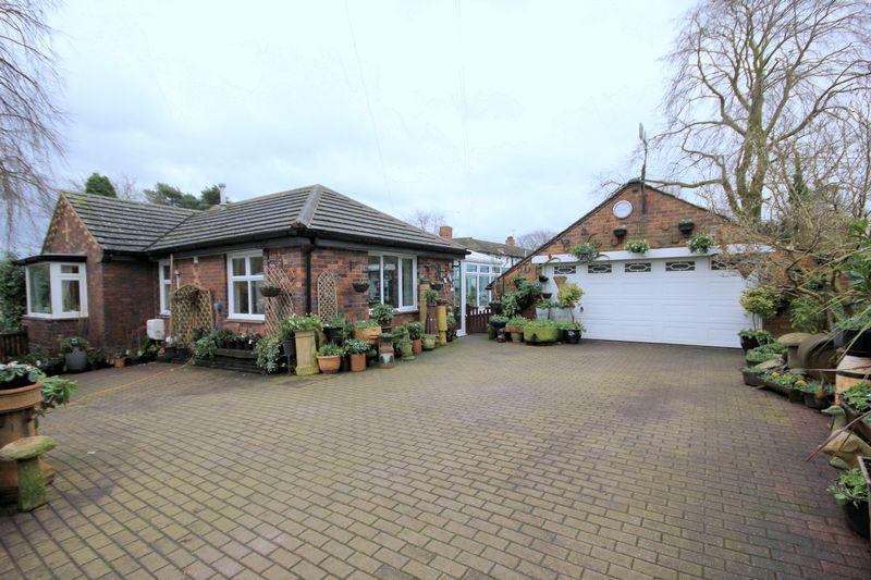 5 Bedrooms Detached Bungalow for sale in 1 Tittensor Road, Barlaston