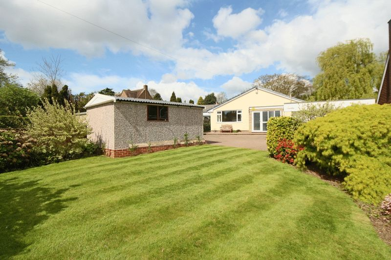 4 Bedrooms Detached Bungalow for sale in Newport Road, Stafford