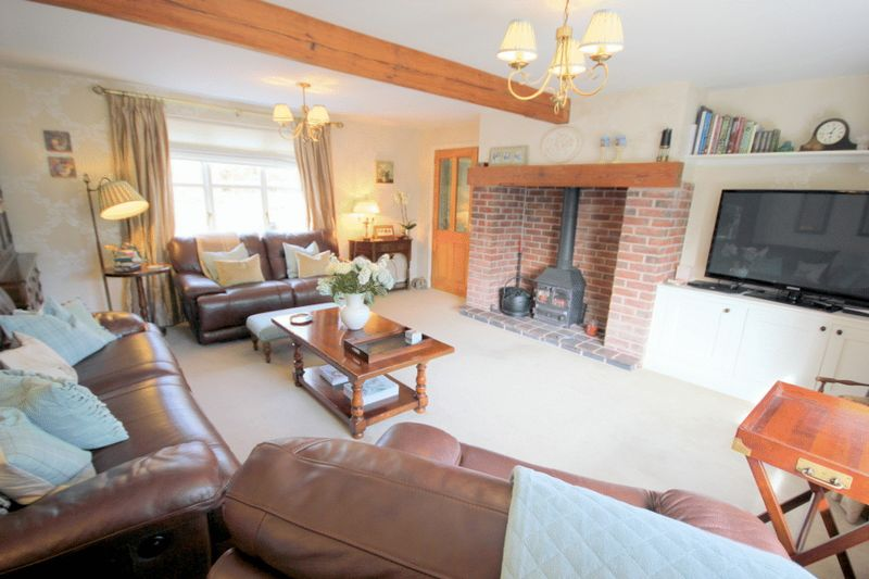 5 Bedrooms Detached House for sale in Farm Lane, Leigh