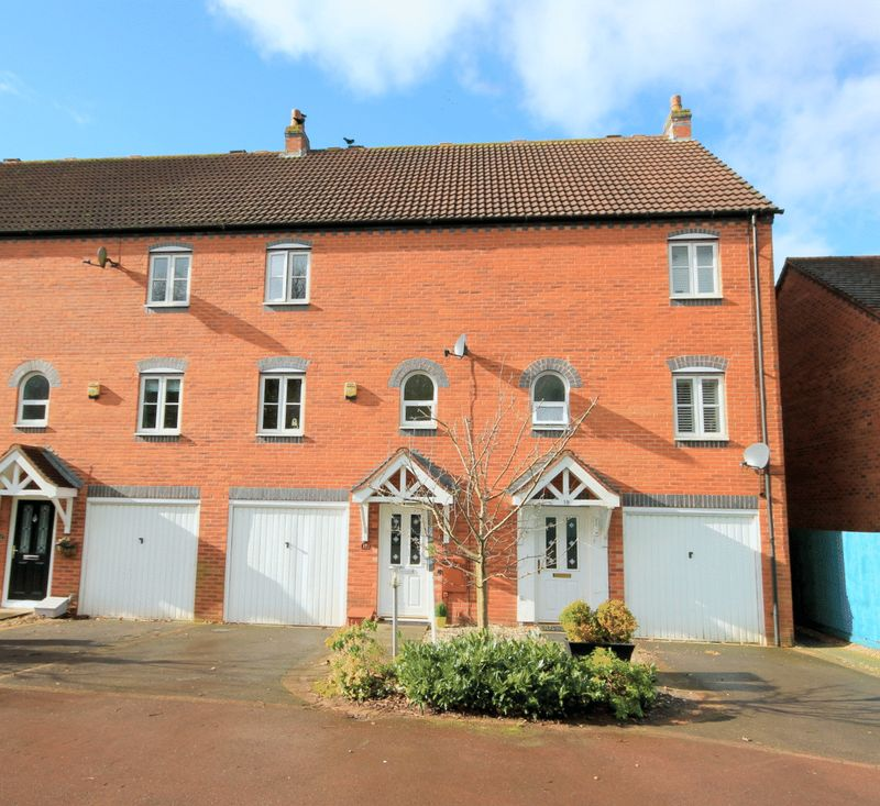 3 Bedrooms Terraced House for sale in Saltersford Rise, Stone
