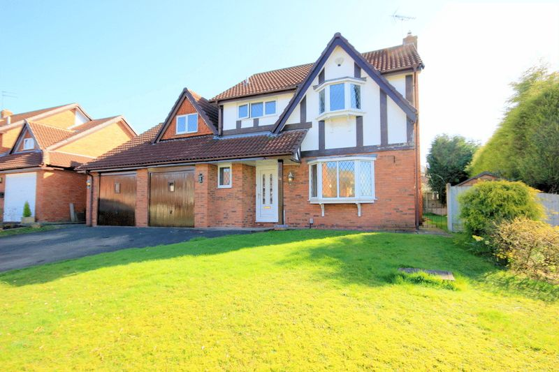 4 Bedrooms Detached House for sale in Springwood Drive, Stone