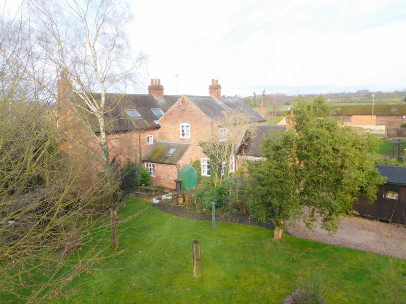 4 Bedrooms Detached House for sale in Wolseley Bridge, Stafford
