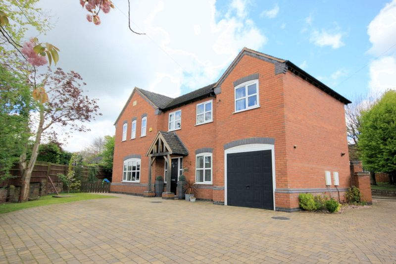 4 Bedrooms Detached House for sale in Lichfield Road, Stone