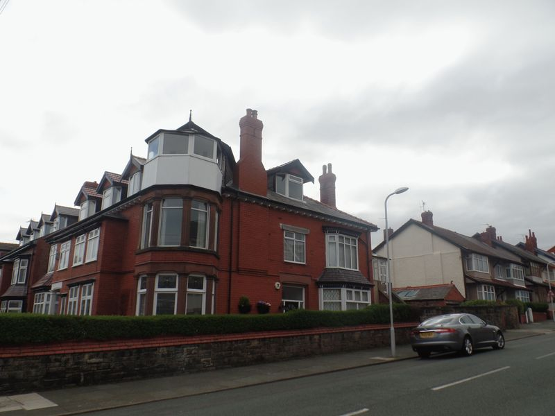 4 Bedrooms Flat for sale in 63 A Wellington Road, Wallasey