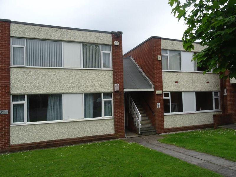 2 Bedrooms Flat for sale in 8 Lee Close, Prescot